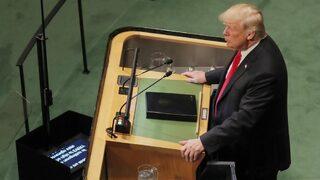 """Видео: <span class=""""highlight"""">Смях</span> в залата по време на словото на Тръмп в ООН"""