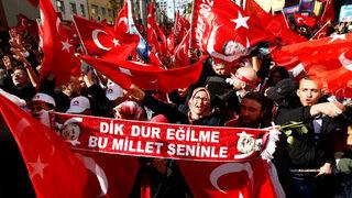 Фотогалерия: Протестиращи и поддръжници на Ердоган в Кьолн
