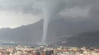 Видео: Голямо водно торнадо изненада Салерно