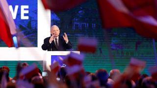 Корупционен скандал в Полша стопи разликата в подкрепата за управляващи и опозиция