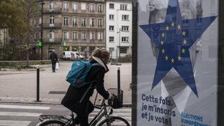 Снимка на деня: Гласуваш на евроизборите или получаваш Тръмп