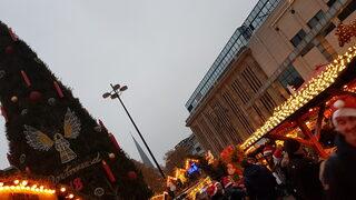 Фотогалерия: Коледното дърво в Дортмунд грее с 48 хил. светлини