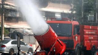 Снимка на деня : Как се мие смогът