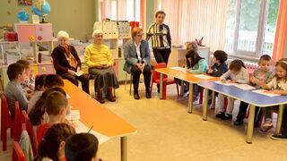 Баби в детската градина (видео)