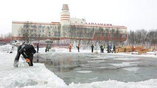 """Видео: Как в Мурманск се подготвя """"басейнът"""" за световното по ледено плуване"""