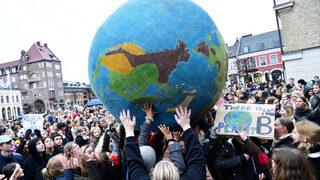 Фотогалерия: Учениците срещу бездействието за промените в климата