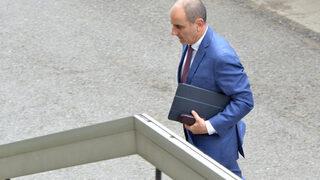 Едно наум: Цветанов си тръгва от парламента в приповдигнато настроение
