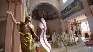 """Снимка на деня: Храм """"Пресвето сърце Исусово"""" в Раковски в очакване на папата"""