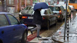 Интензивни валежи и гръмотевици се очакват в 11 области
