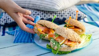 Сандвичи с портокалово пиле и сандвичи със сьомга (рецепти)