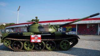 """Когато танк стане футболна """"атракция"""" в Белград (видео)"""