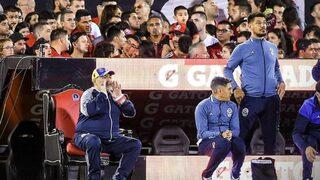 Трон, камера на живо, емоции и сълзи: как беше посрещнат Марадона в Росарио