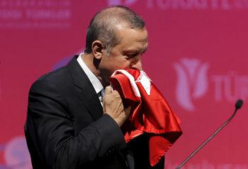Реториката на Ердоган може да му изиграе лоша шега на референдума