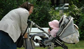 Родители на незаписани в ясли деца могат да поискат детегледачи