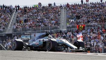 Хамилтън уби интригата за титлата във Формула 1 с безупречна победа в САЩ