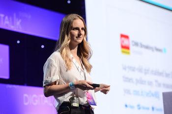 Елизабет Барели, Medium: Вече е готино да си умен