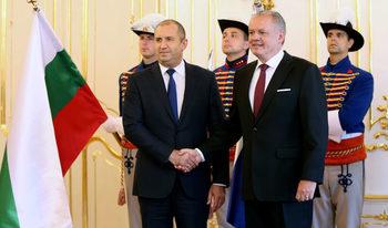 От Братислава президентът призова охраната на външните граници на ЕС да се засили