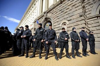 Полицаи ще преминават от МВР в ДАНС, без да си плащат обучението