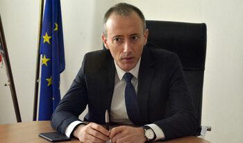 Въпреки недостига на учители учебната година ще започне нормално, увери министърът на образованието
