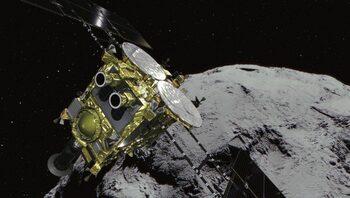 Малък апарат кацна на далечен астероид в търсене на произхода на Слънчевата система