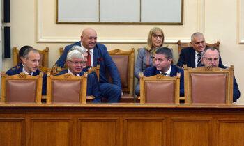 Парламентът гласува днес вота на недоверие към правителството заради кризата в здравния сектор