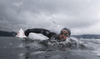 Във водата за 74 дни, или как плувец постави световен рекорд в опит да обиколи Великобритания