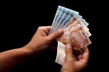 Обменни бюра ограничиха или спряха да продават турски лири