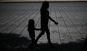 Двегодишно дете е сред десетки деца-роби, освободени в международна операция
