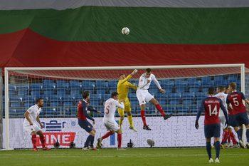 След слаб мач и загуба в Осло българските футболисти изпуснаха първото място