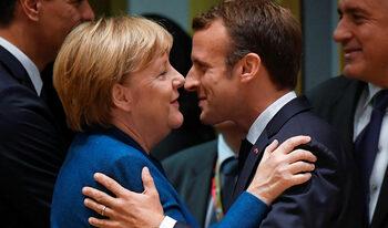 Бира, картофки и, моля, без разговори за Брекзит: как Меркел и Макрон разпускат след срещата на ЕС