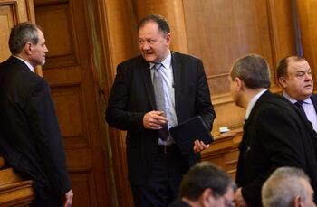 На ръководството на БСП му се привиждат врагове с партиен билет, смята Миков