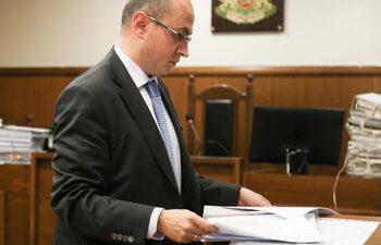 Не мога да разбера какво означава източване на предприятие, заяви адвокатът на Баневи
