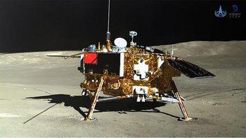 Китайската сонда и луноход се снимаха взаимно