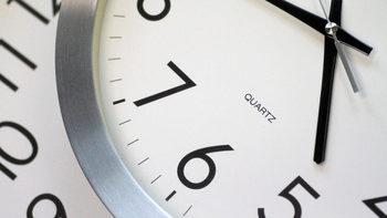 Европарламентът поиска край на смяната на времето през 2021 г.