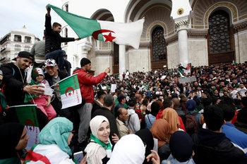 Армията в Алжир поиска президентът Бутефлика да бъде отстранен