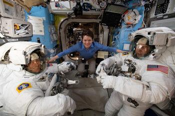 НАСА отмени първата космическа разходка за жени заради проблем със скафандрите