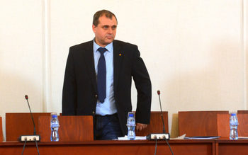 По указание на антикорупционната комисия терасите не се декларират, обяви депутат от ВМРО