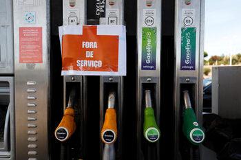Превозвачите на гориво в Португалия плашат с празни бензиностанции