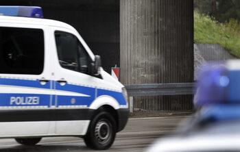 Нападения над синагога и еврейско гробище в Германия, има двама убити