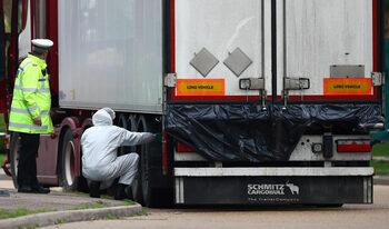 Какво е известно дотук за камиона с десетките загинали край Лондон