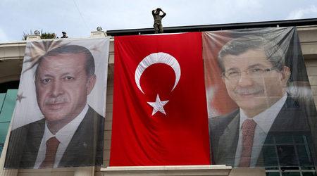 След среща с Ердоган дните на Давутоглу като премиер са преброени