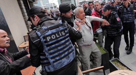 Анкара забрани демонстрации и събирания, на които се пее след залез
