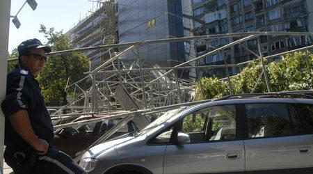 Скеле на 13-етажен блок, който се санира, се срути в Благоевград