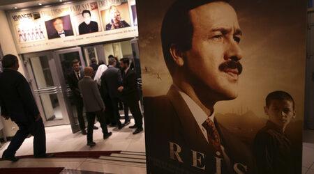 Режисьорът на филм за Ердоган е задържан по подозрение за връзки с Гюлен