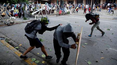 Двама загинали и стотици ранени във Венецуела на стачката срещу Мадуро