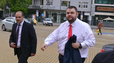 Цацаров даде да се разбере, че прокуратурата не иска да разпитва Пеевски
