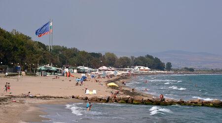 Концесионери на плажове поискаха държавата да открие кой замърсява морето...