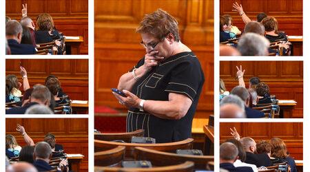Снимка на деня: ГЕРБ гласува със знаци новите членове на съдебния съвет
