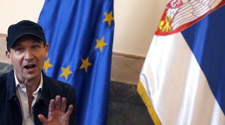 Снимка на деня: Ралф Файнс получи сръбски паспорт