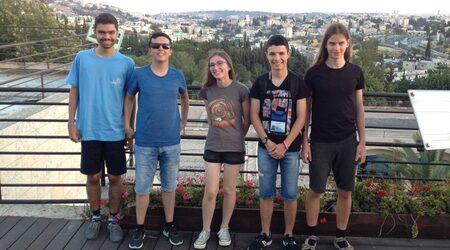 Медали за всички в отбора по физика на международни олимпиади
